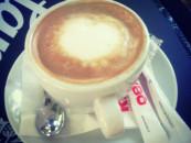 Zaharul si laptele in espresso