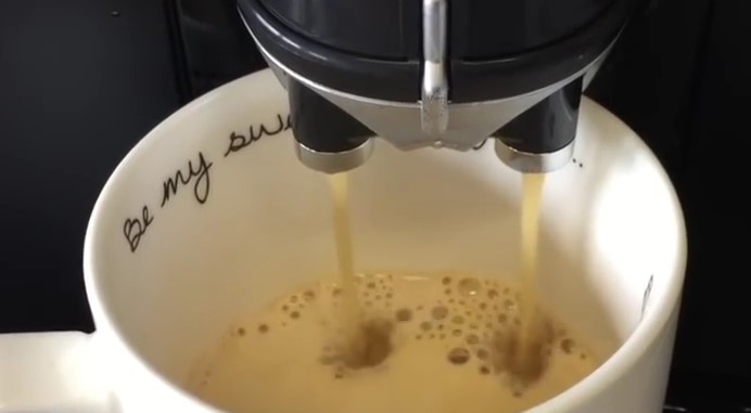 DeLonghi Caffe Magnifica ESAM4000-B preparare cafea