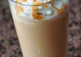Reteta: Frappuccino de caramel de casa pe baza de crema