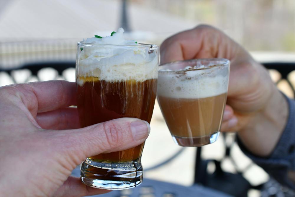 Irish coffee cu whiskey