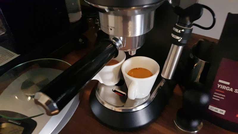 pareri-despre-espressorul-Delonghi-Dedica-EC-685